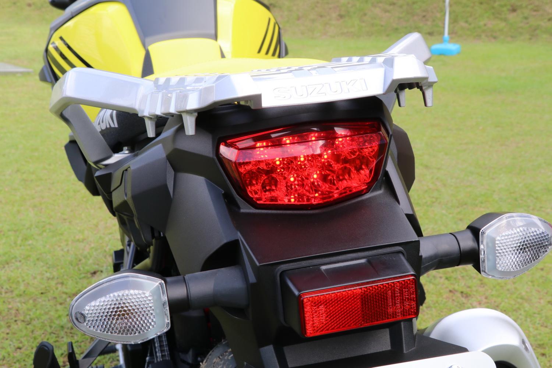 尾燈採LED燈的設計,可惜的是方向燈跟大燈沒有同步跟上