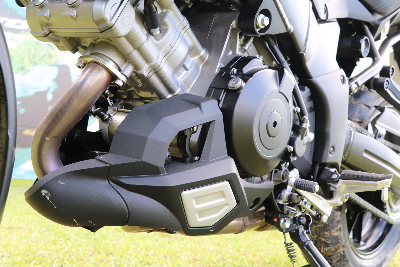 除了把手護弓以外,引擎下護蓋也是這次的標配之一