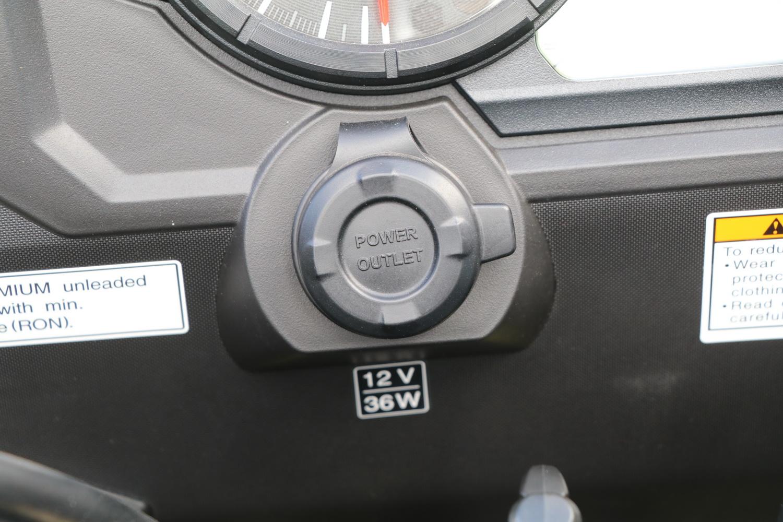 12V插座改到儀表下方,更方便使用