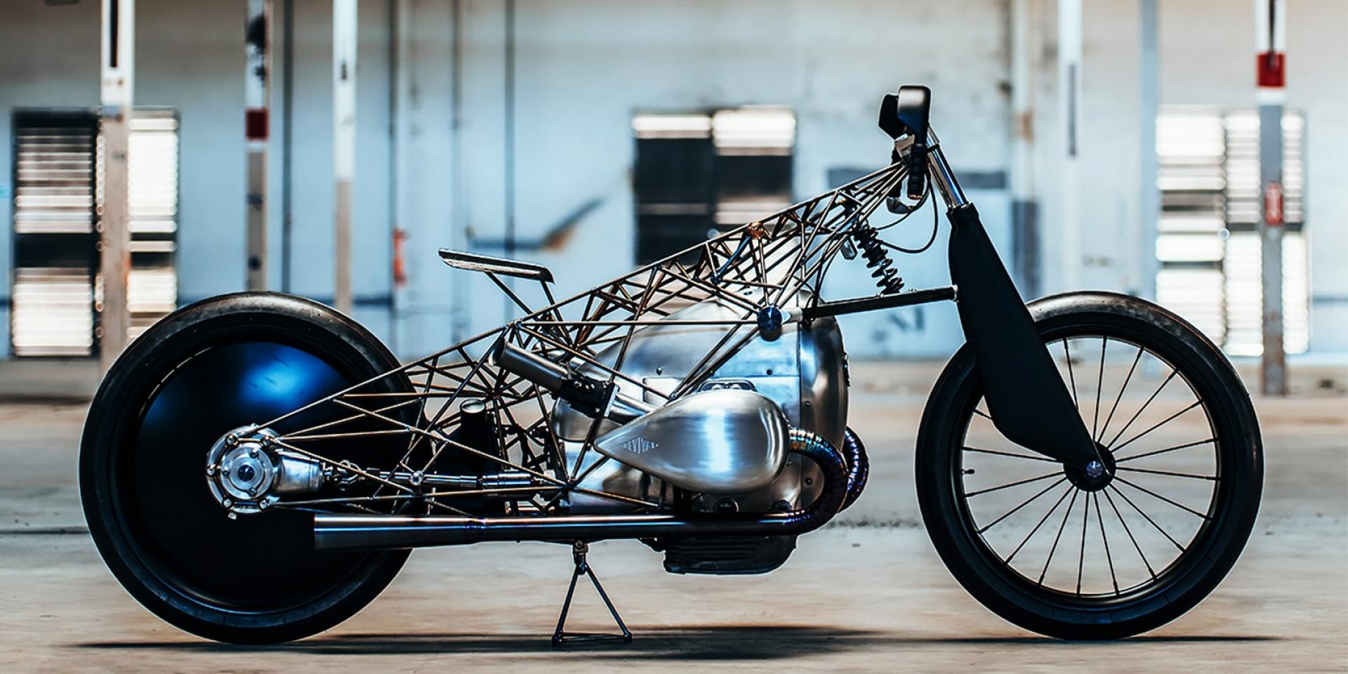 極簡至上。BMW新式引擎一展工藝美學 by Revival Cycle