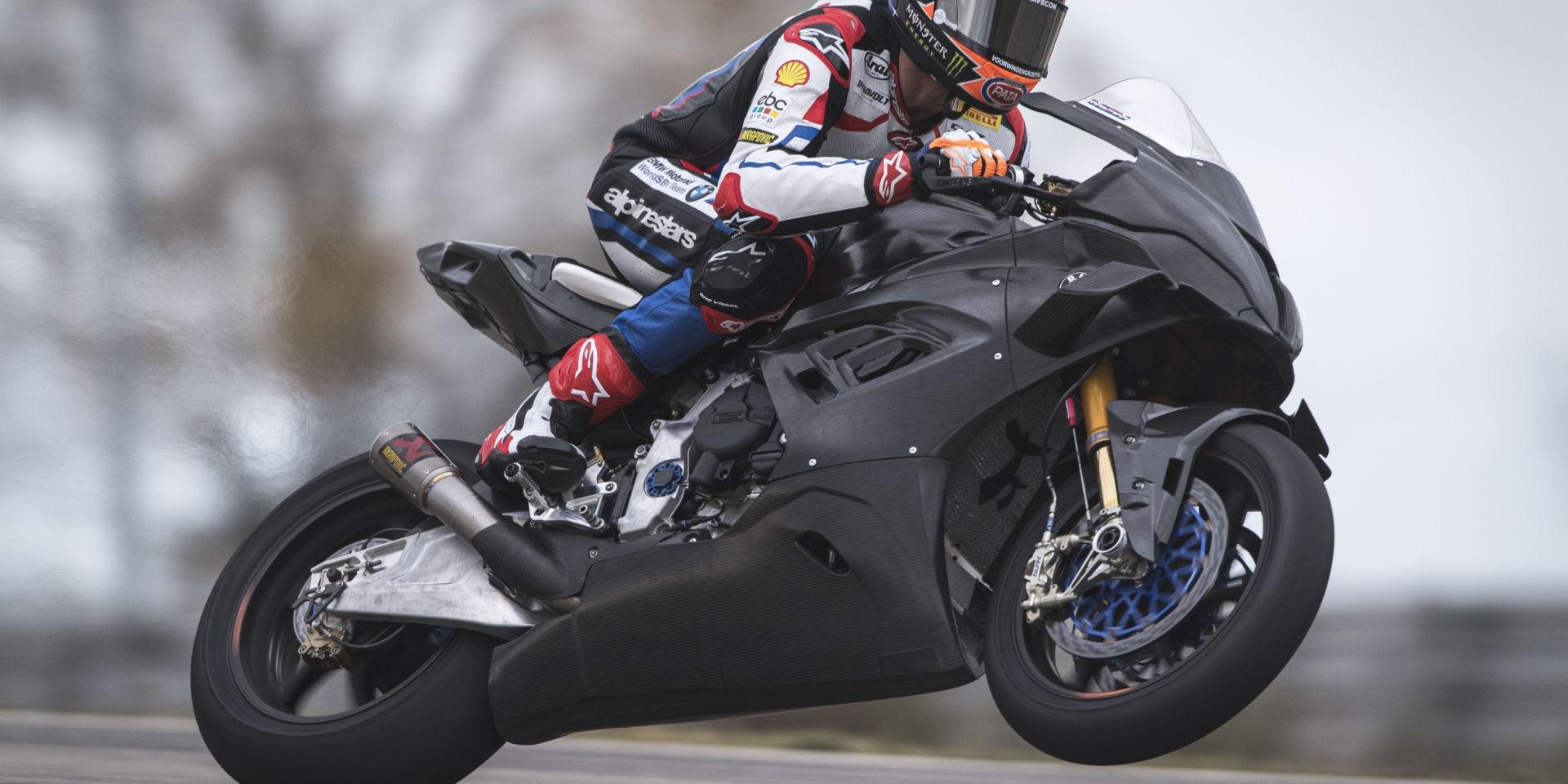 BMW首試!Van der Mark:R1的剎車很強,但M1000RR有更強的過彎性能!