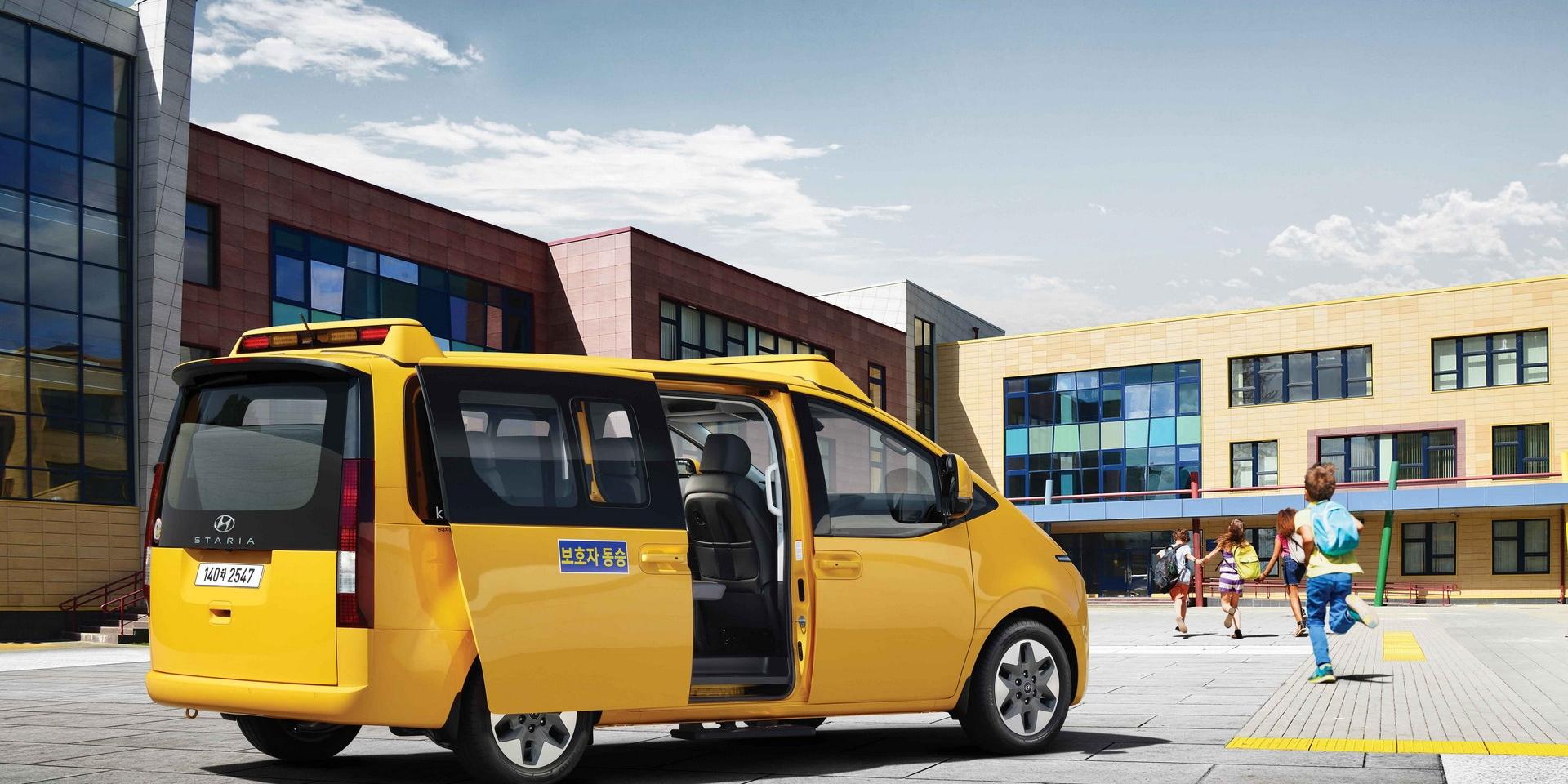 這台MPV居然可以坐15人!Hyundai打造未來感濃厚的校車Staria Kinder