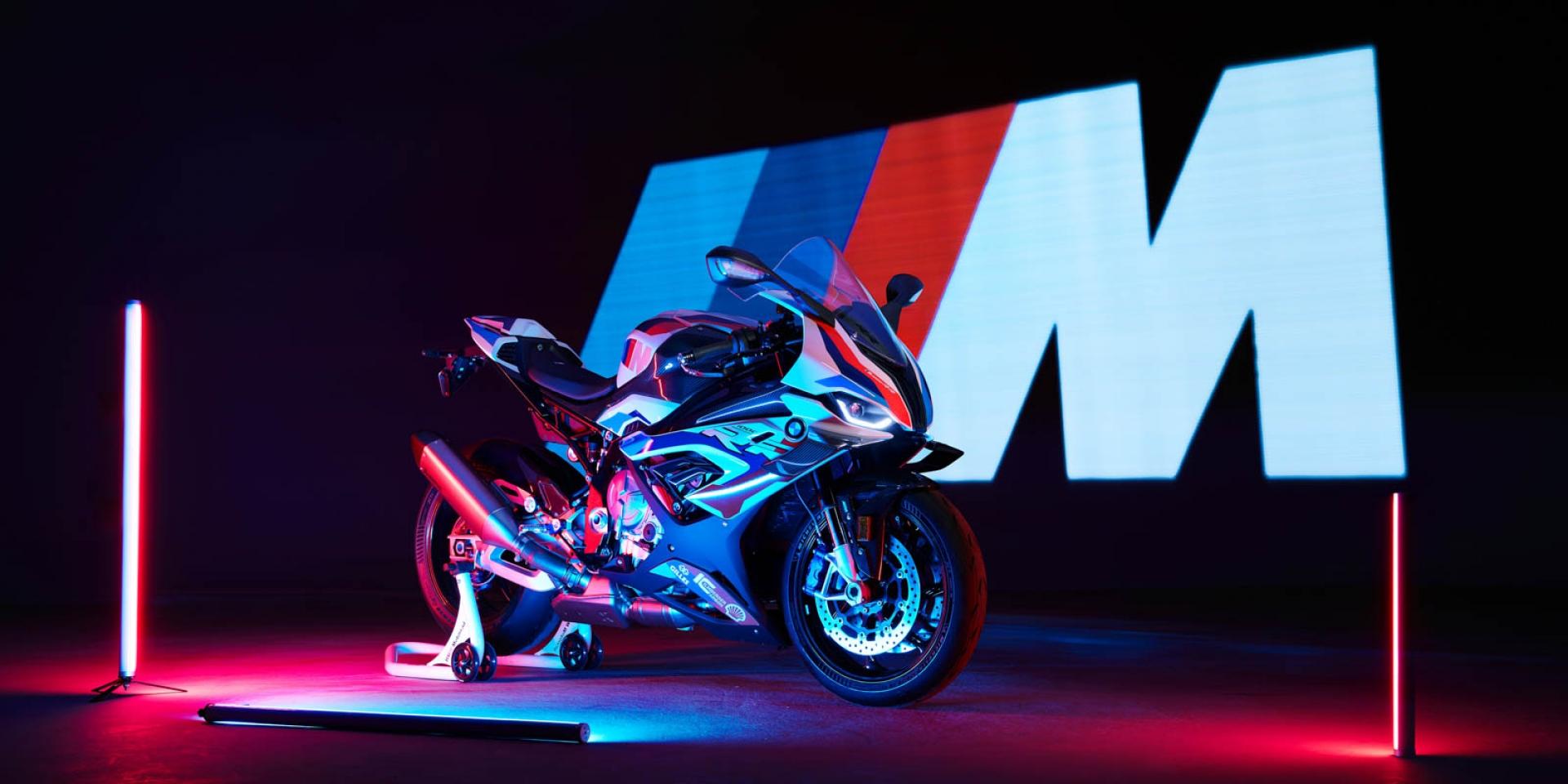 馬力增加5HP、碳纖維小翅膀。BMW「M 1000 RR」199萬預購中!
