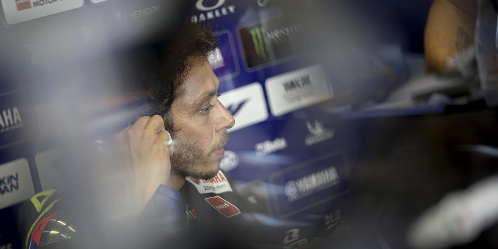 一種軟胎,兩種風景。Valentino Rossi:我找不到抓地力,慢到爆之外還被輕鬆超車!
