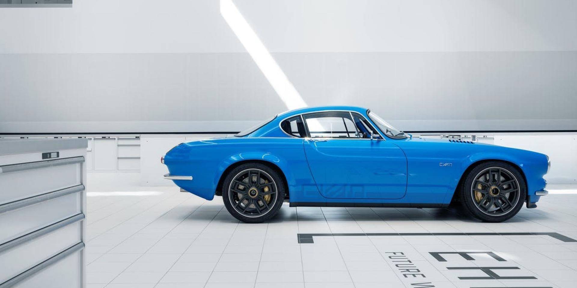 420HP、碳纖維車架。CYAN RACING「VOLVO P1800」50萬美元超限量復刻!