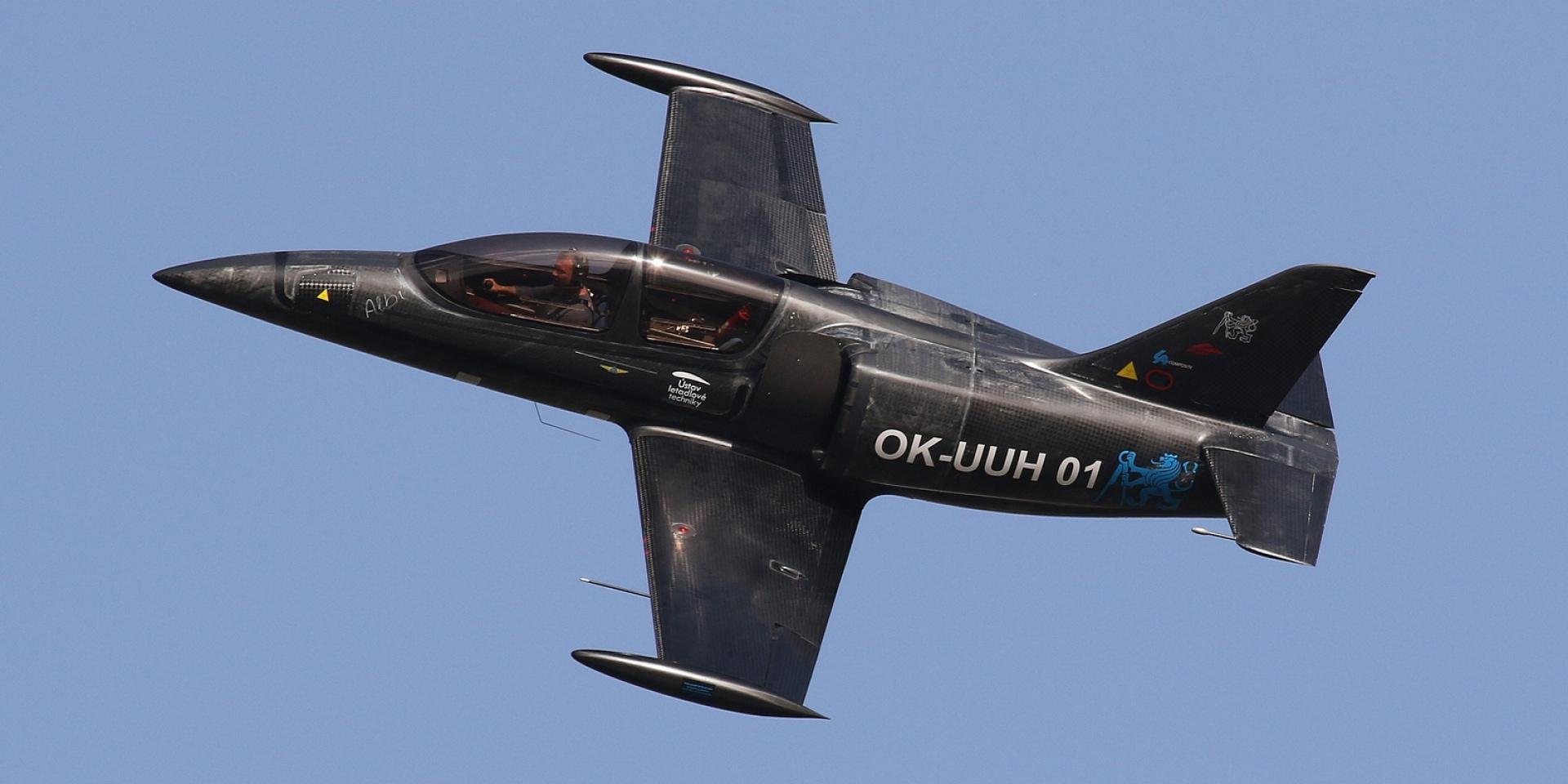最狂魔改!BMW S1000RR引擎帶你衝上雲霄。Skyleader「UL-39 ALBI」輕型飛機