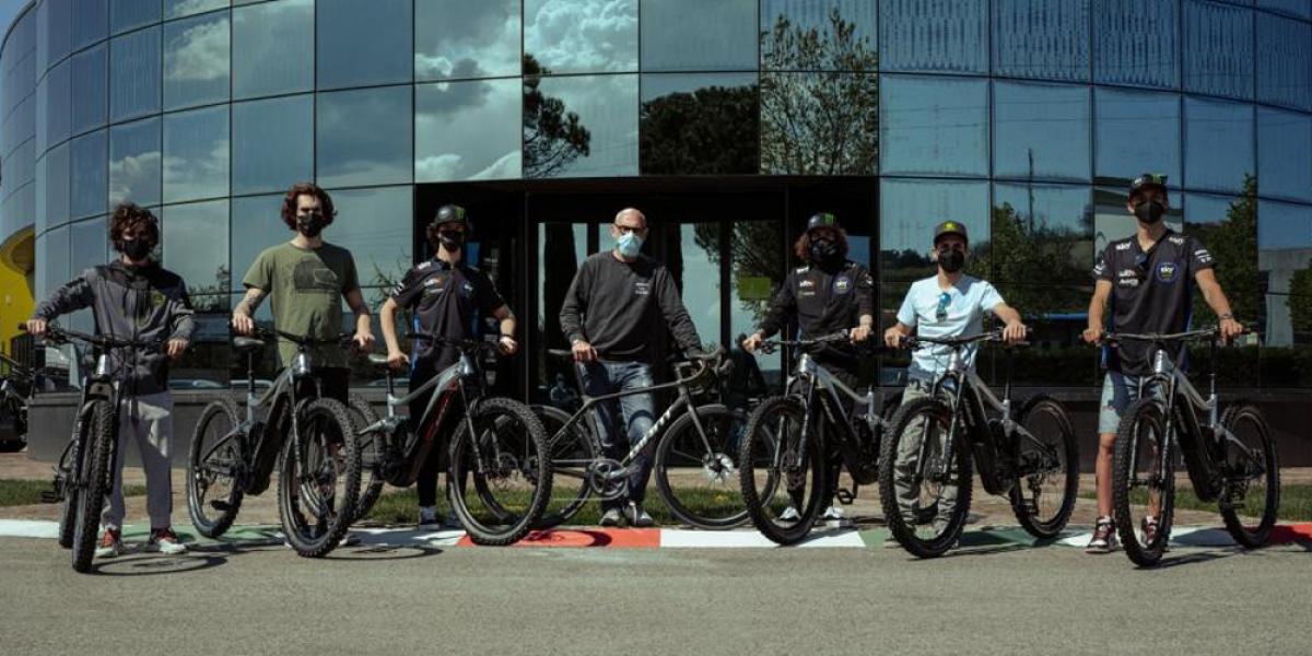 台灣之光!GIANT與VR46學院合作,提供年輕車手訓練用車輛