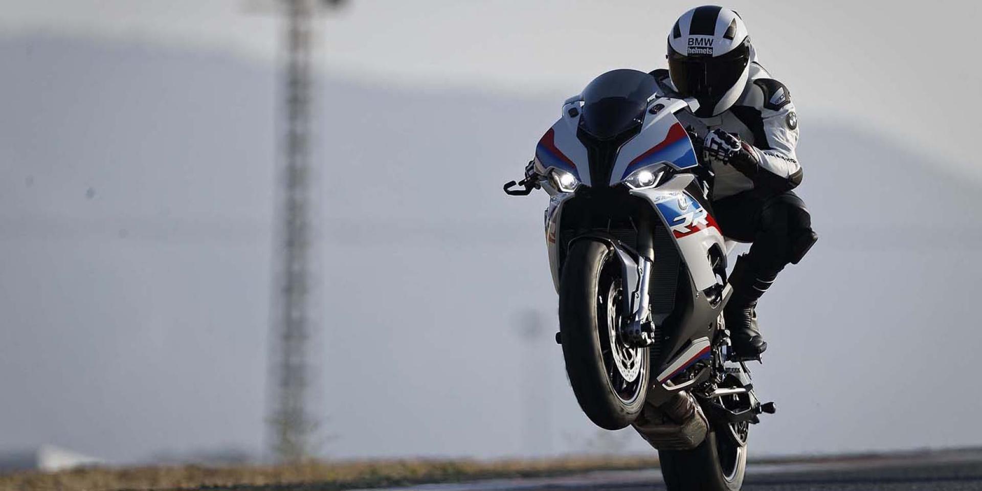 Ninja H2勁敵?BMW S1000RR 「電動增壓系統」專利曝光!