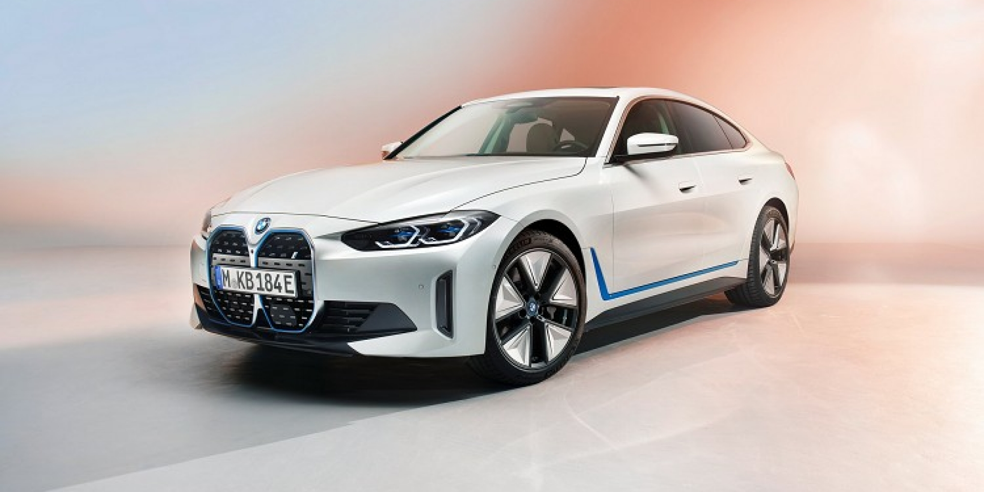 BMW 推出四門轎跑電動車i4,有望今年正式量產