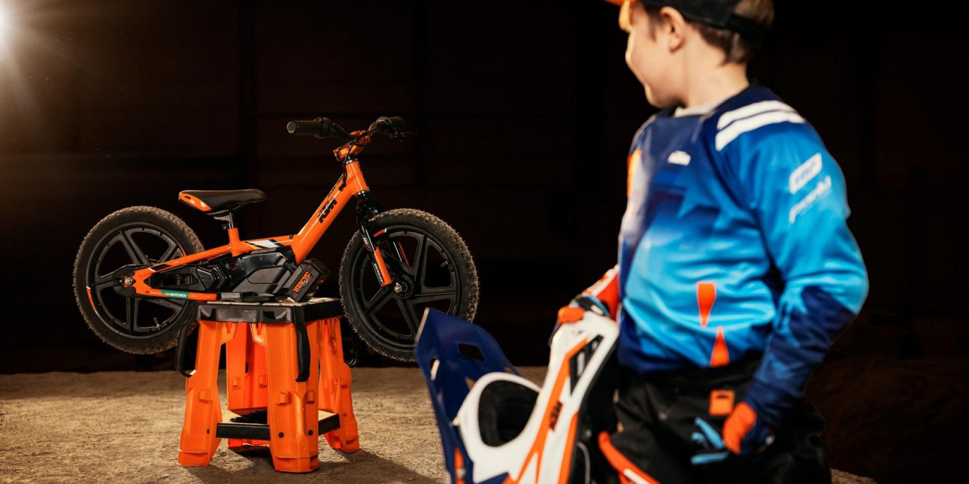 迷你電動小橘子!StaCyc推出KTM廠隊配色兒童平衡車
