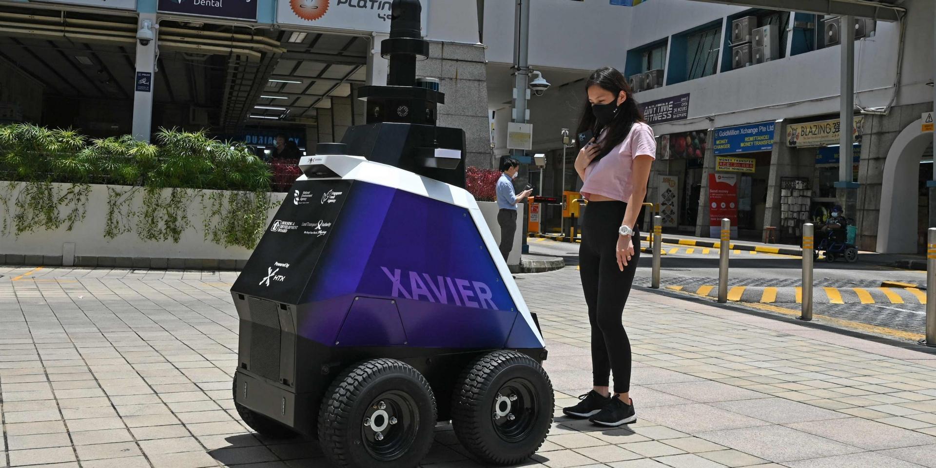 監督不良社會行為 ! 新加坡巡邏機器人上線