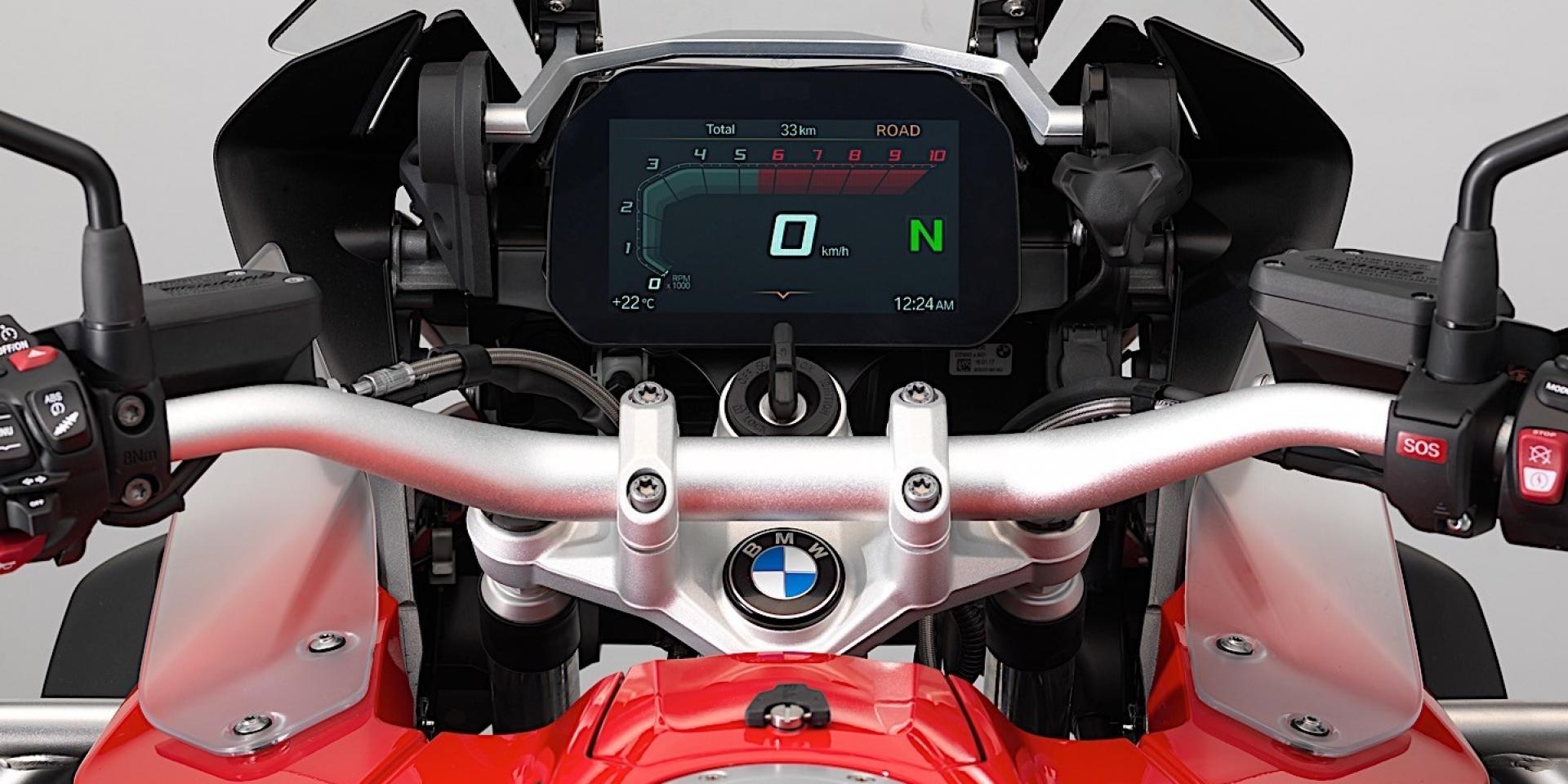 智慧儀表加持,BMW 將搭載新的6.5吋TFT全彩螢幕
