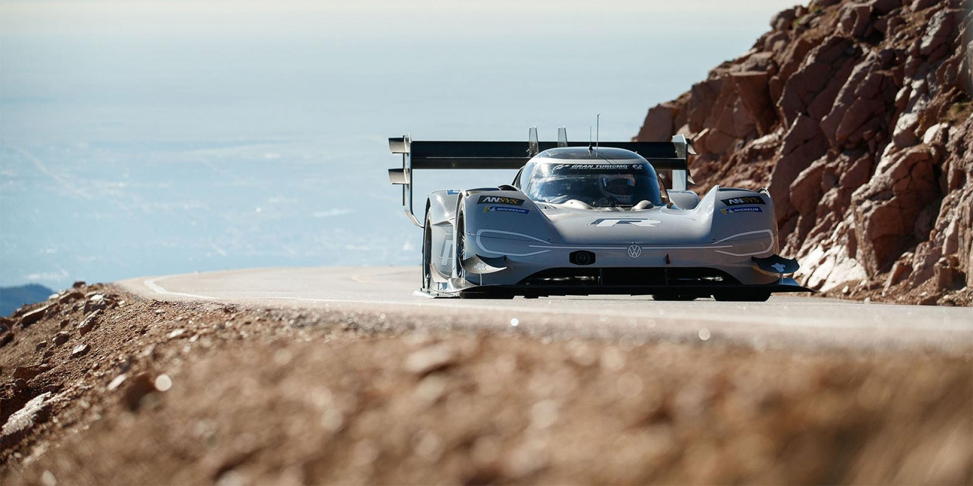官方新聞稿。Volkswagen以純電能賽車寫下歷史新頁 I.D. R Pikes Peak以7分57.148秒成績成為最速紀錄保持者