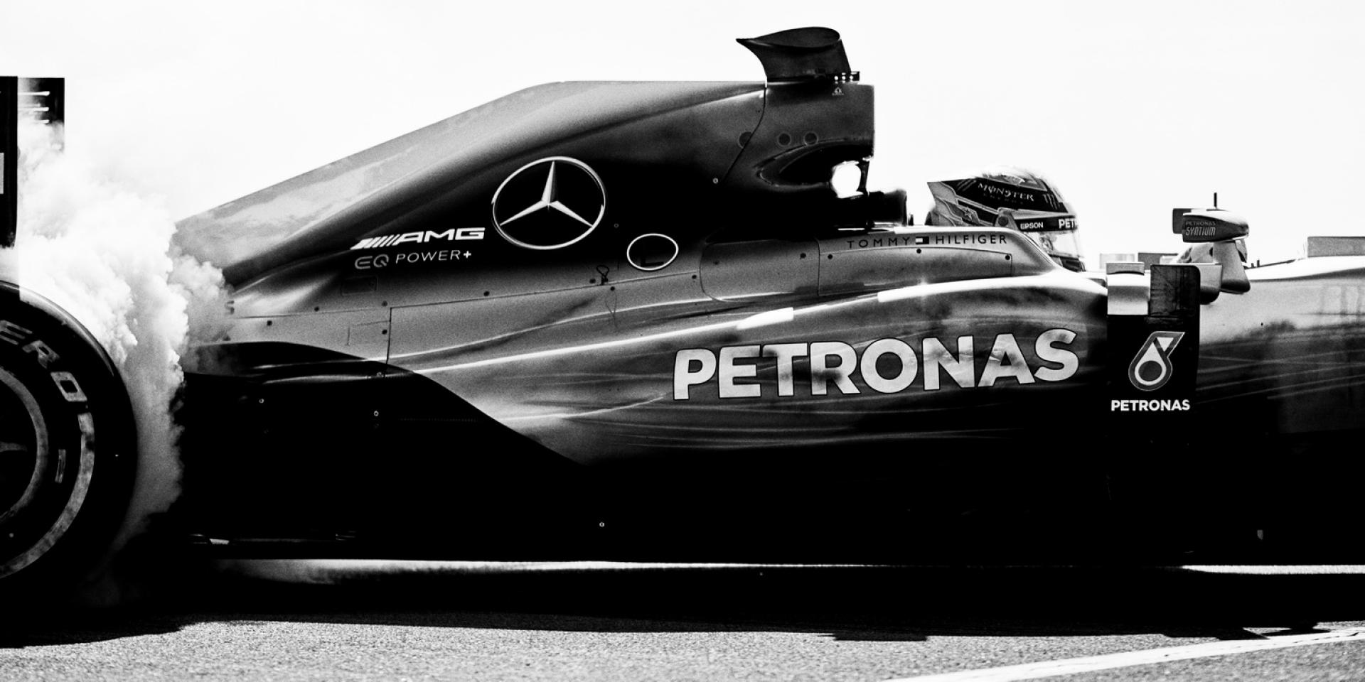 官方新聞稿。Tommy Hilfiger與世界冠軍Mercedes-AMG Petronas Motorsport車隊合作
