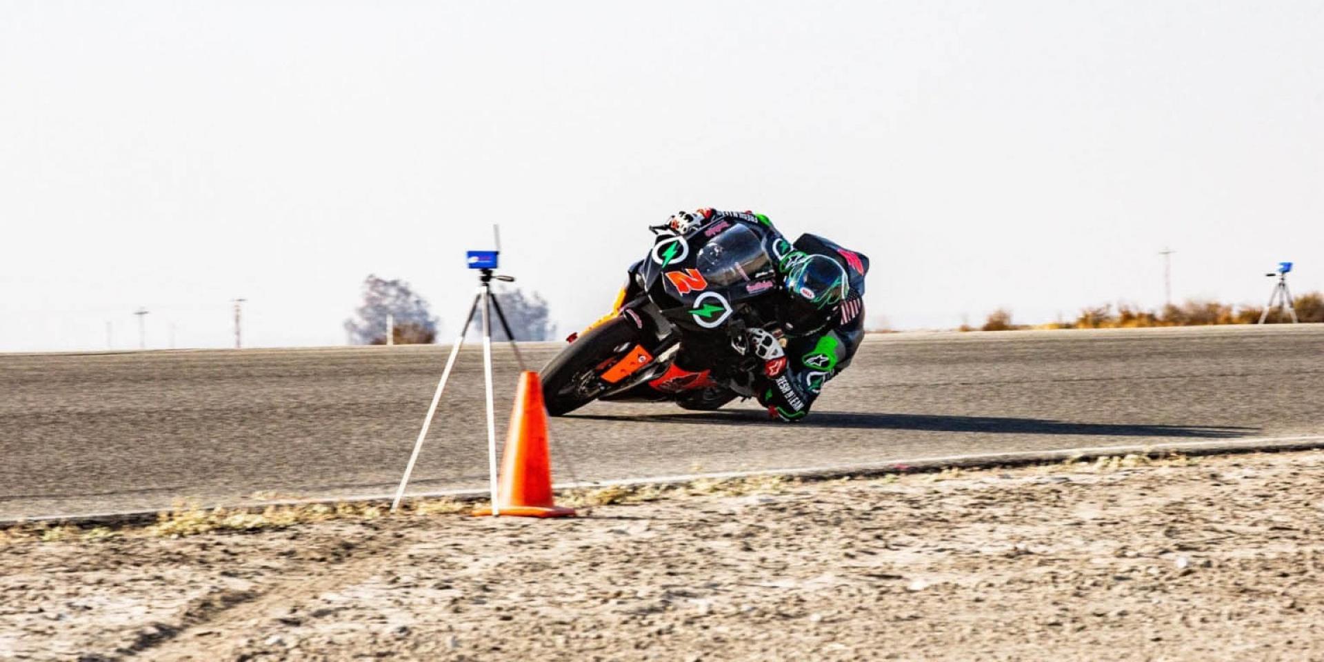 比Márquez還強!最速磨手肘記錄,時速高達162km/h