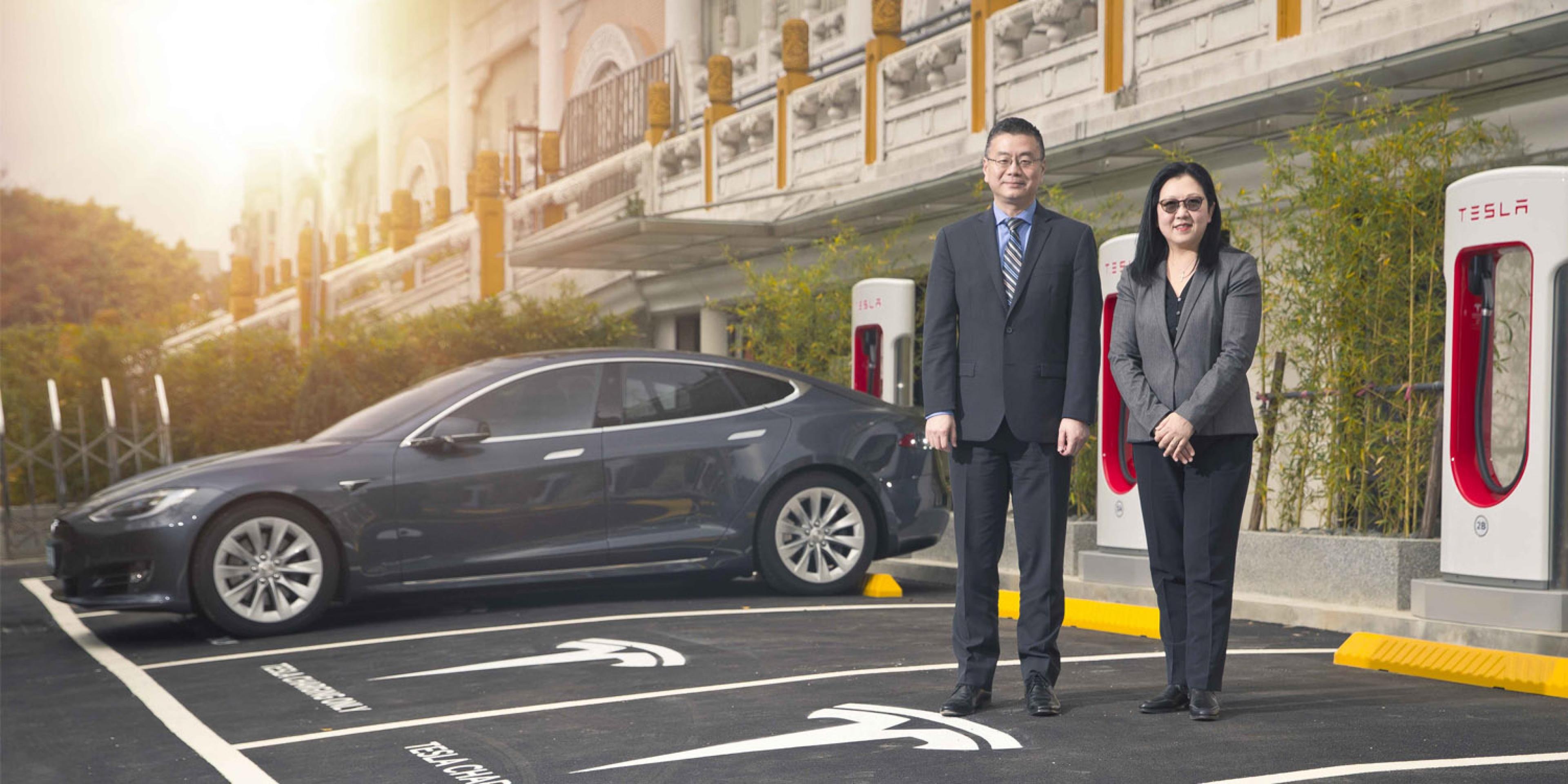 電動車的第一哩路。Tesla首批Model S交車暨全台第一座超級充電站啟用