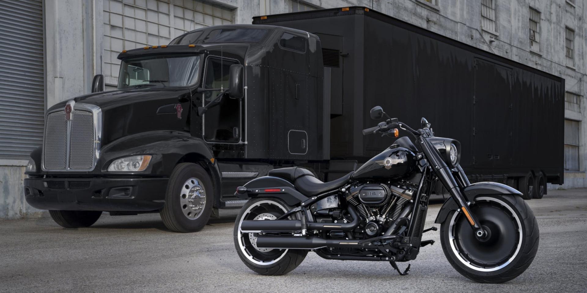限量2,500台的黑衣殺手。Harley-Davidson Fatboy 30週年特仕版海外發表!