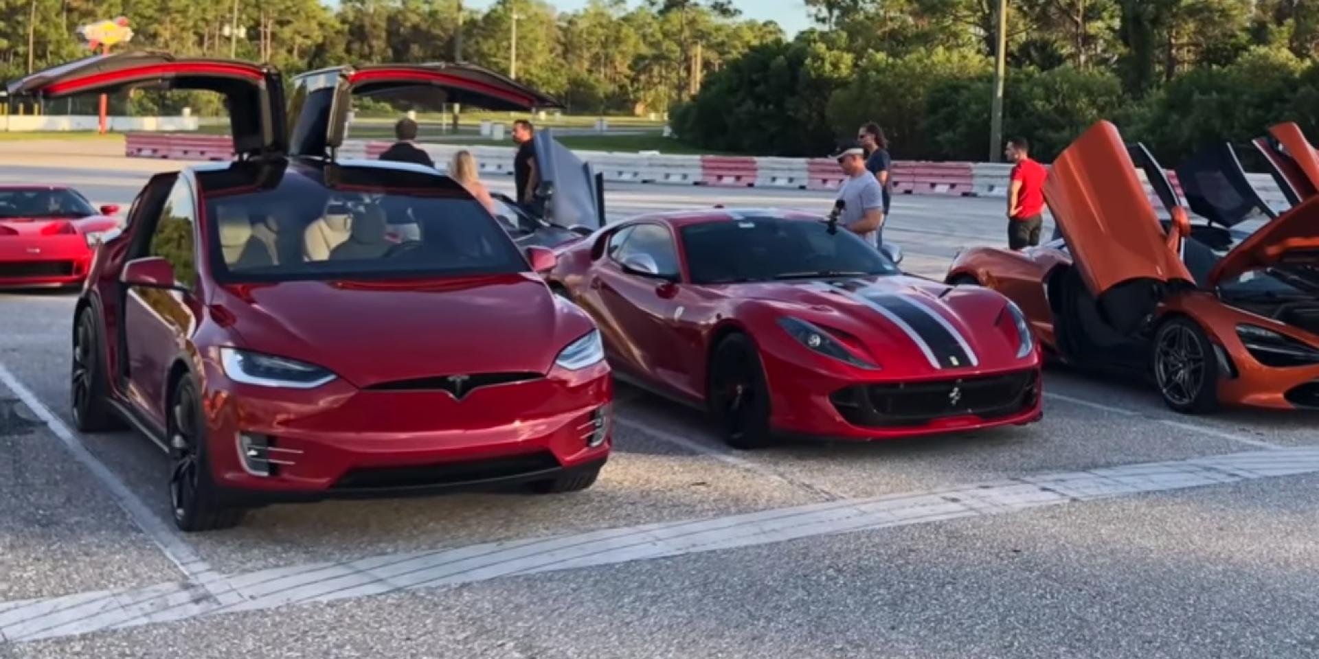 Ferrari 812對上Model X P100D,直線對決的結果誰贏?