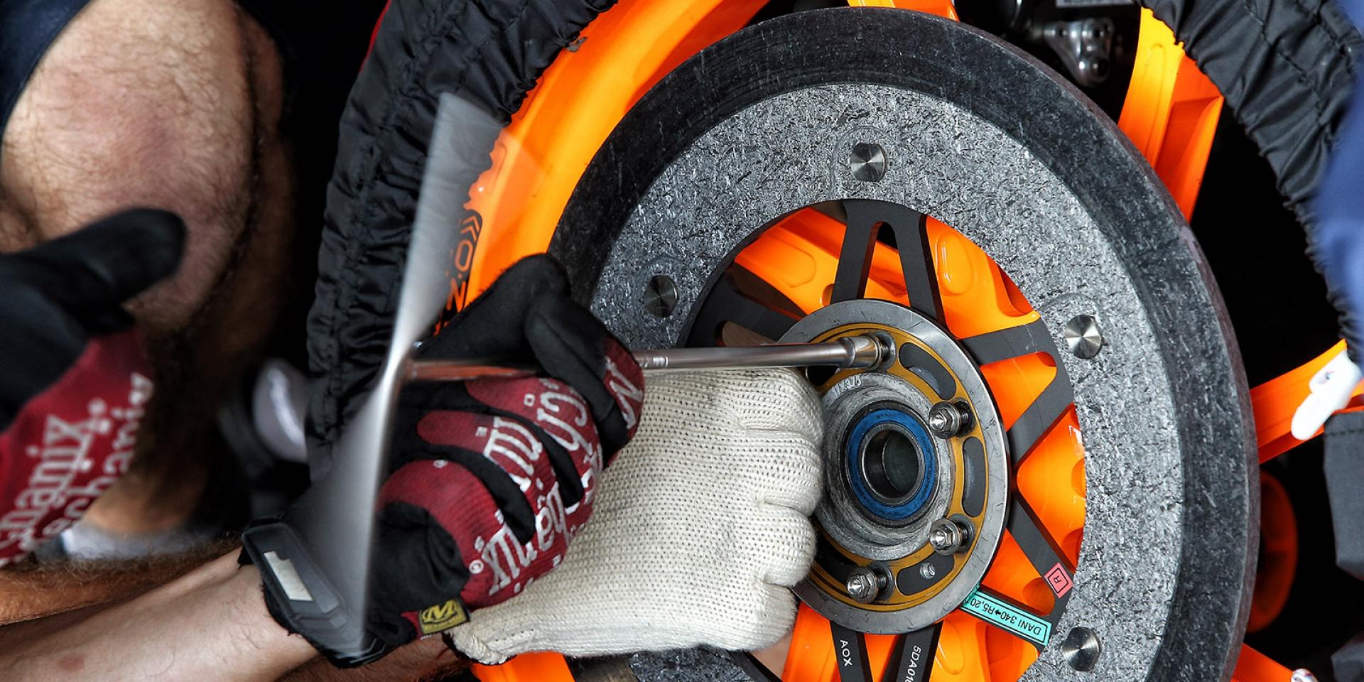 一點都不簡單,MotoGP煞車的秘密