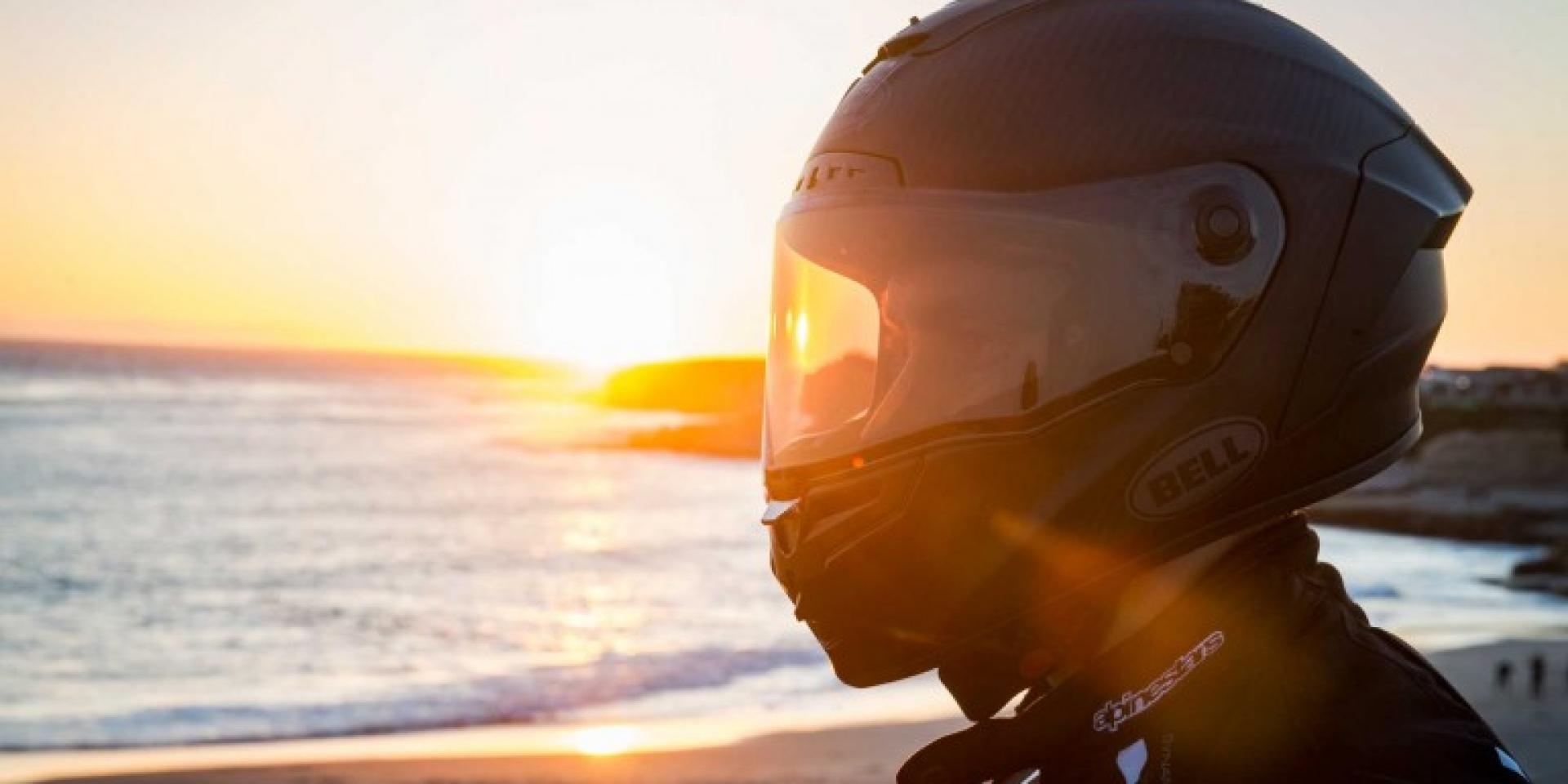 遇到陽光就變深,Bell安全帽鏡片變色更方便