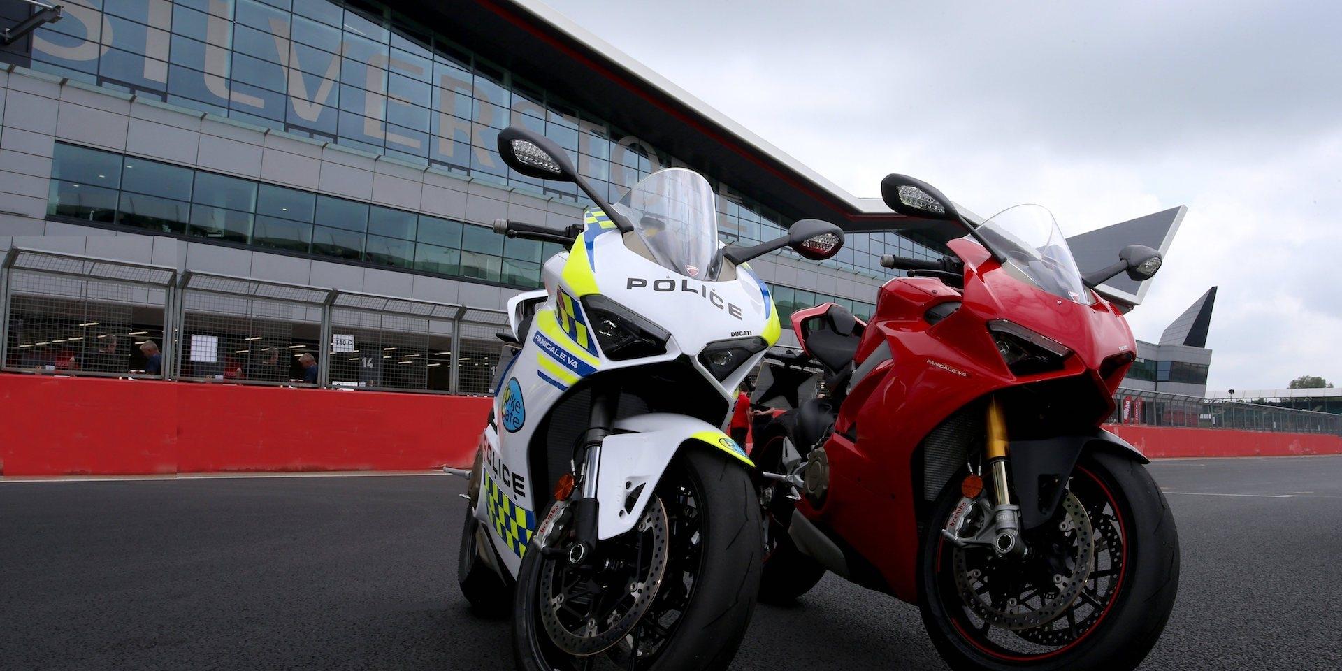 警察騎V4跑車?DUCATI捐贈Panigale V4給英國警方