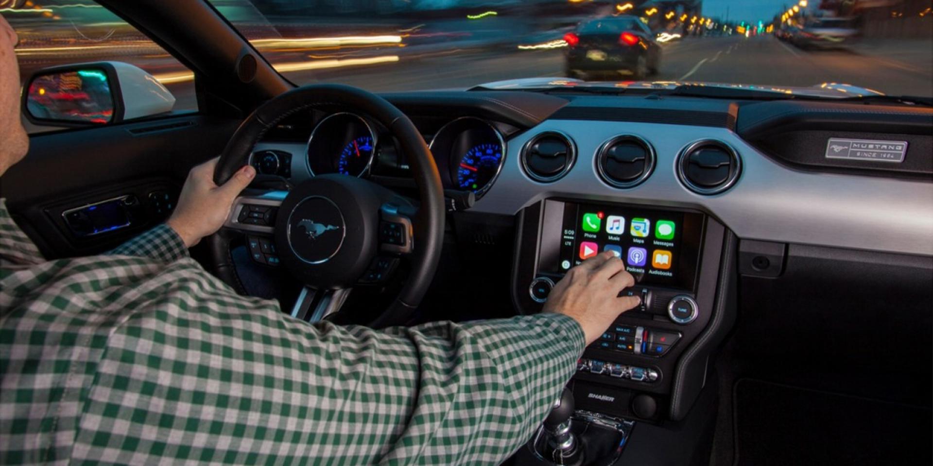 這樣太危險,英國研究指出使用Apple Carplay和Android Auto並沒有讓行車更安全