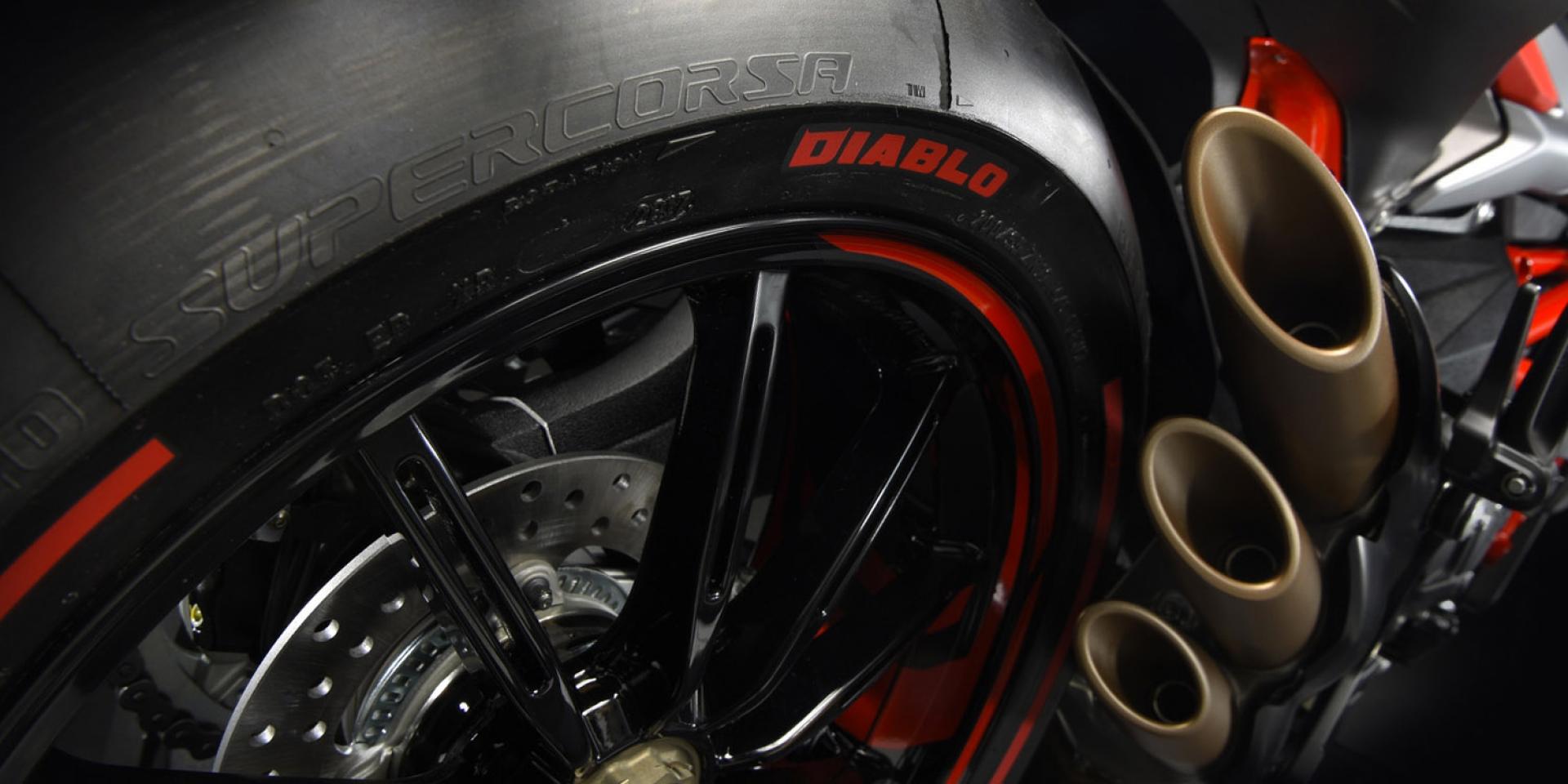 特仕車連發。MV Agusta攜手Pirelli新車發表
