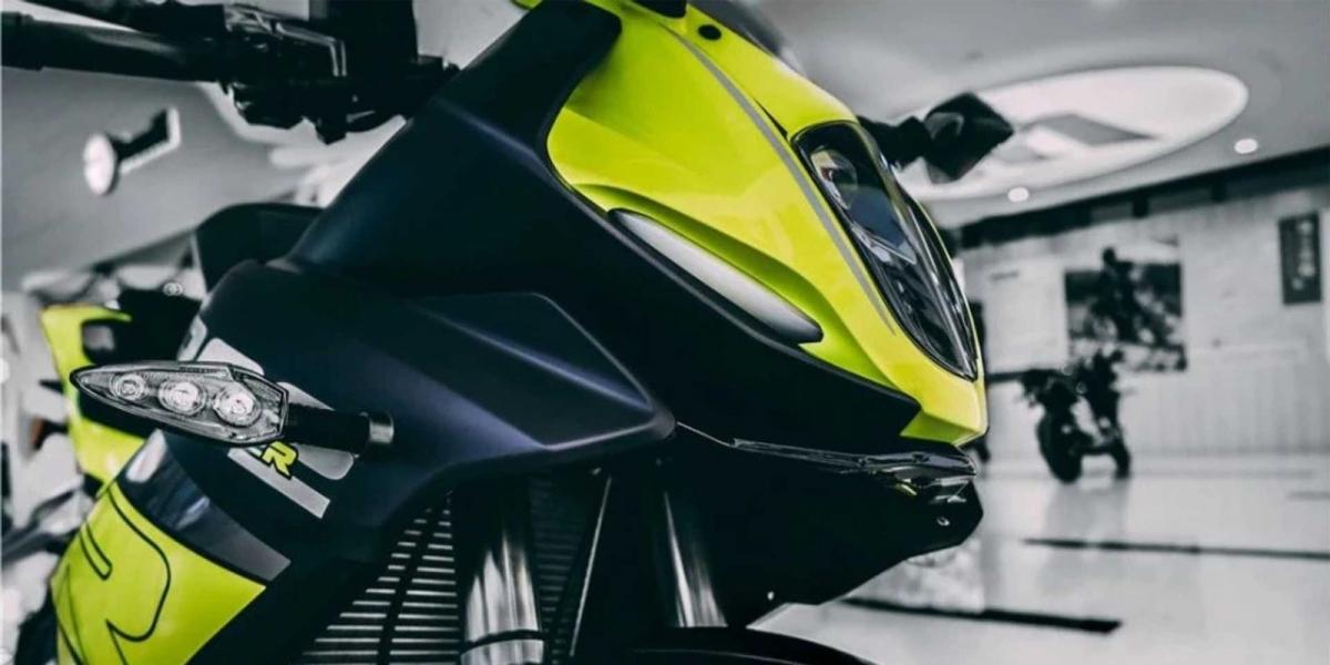 新外型、新儀表、減重22公斤!2021 Benelli 302R 海外發表