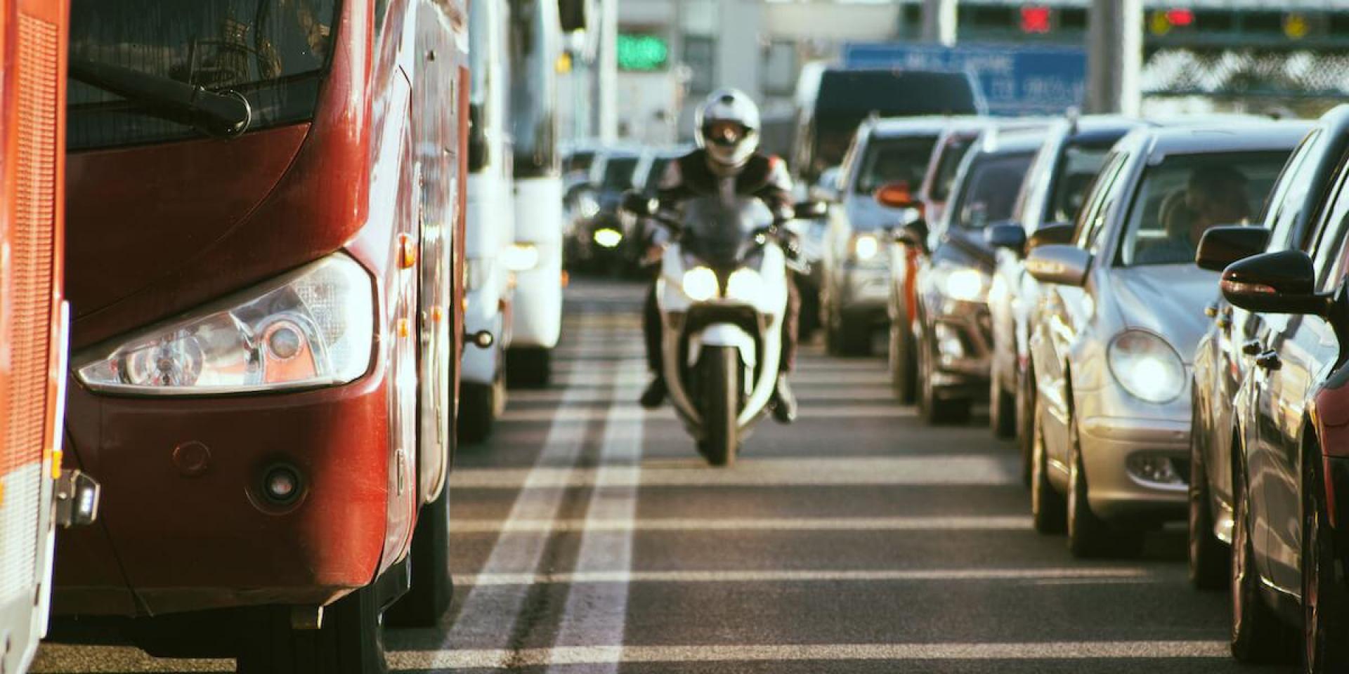先禁國家?法國禁止車道分割,違規開罰135歐元!