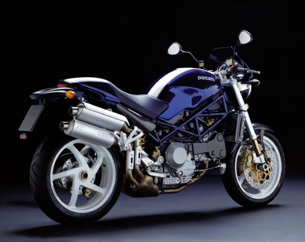 編織車架、圓燈、單搖臂這些秒殺經典車愛好者的元素,更不用提來自義大利浪漫的Ducati血統,漂亮又親民說是女神下凡也不為過啊