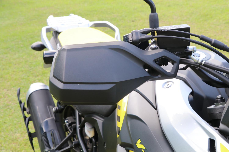 把手護弓在全新的V-STROM上為標準配備