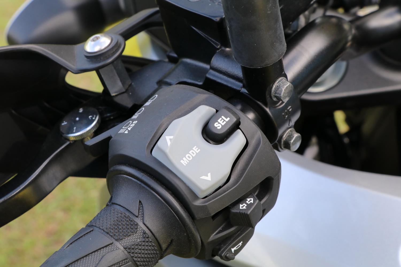 多種騎乘模式可以選擇,而且在這次的V-STROM 1000上擁有彎道ABS利器!