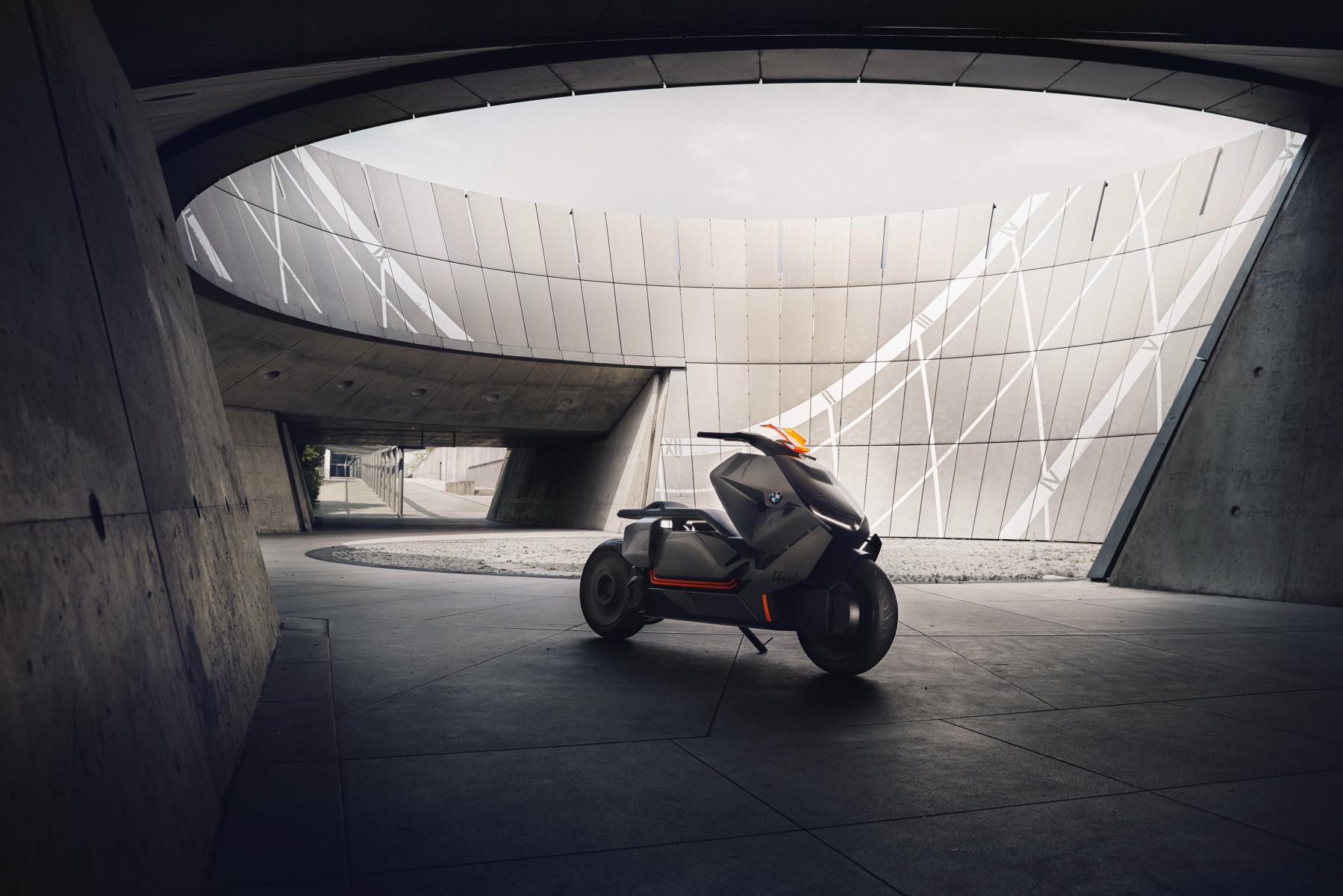 BMW、KTM 等歐洲廠牌也已在進行電動車的開發測試,國外已有實際車款上市
