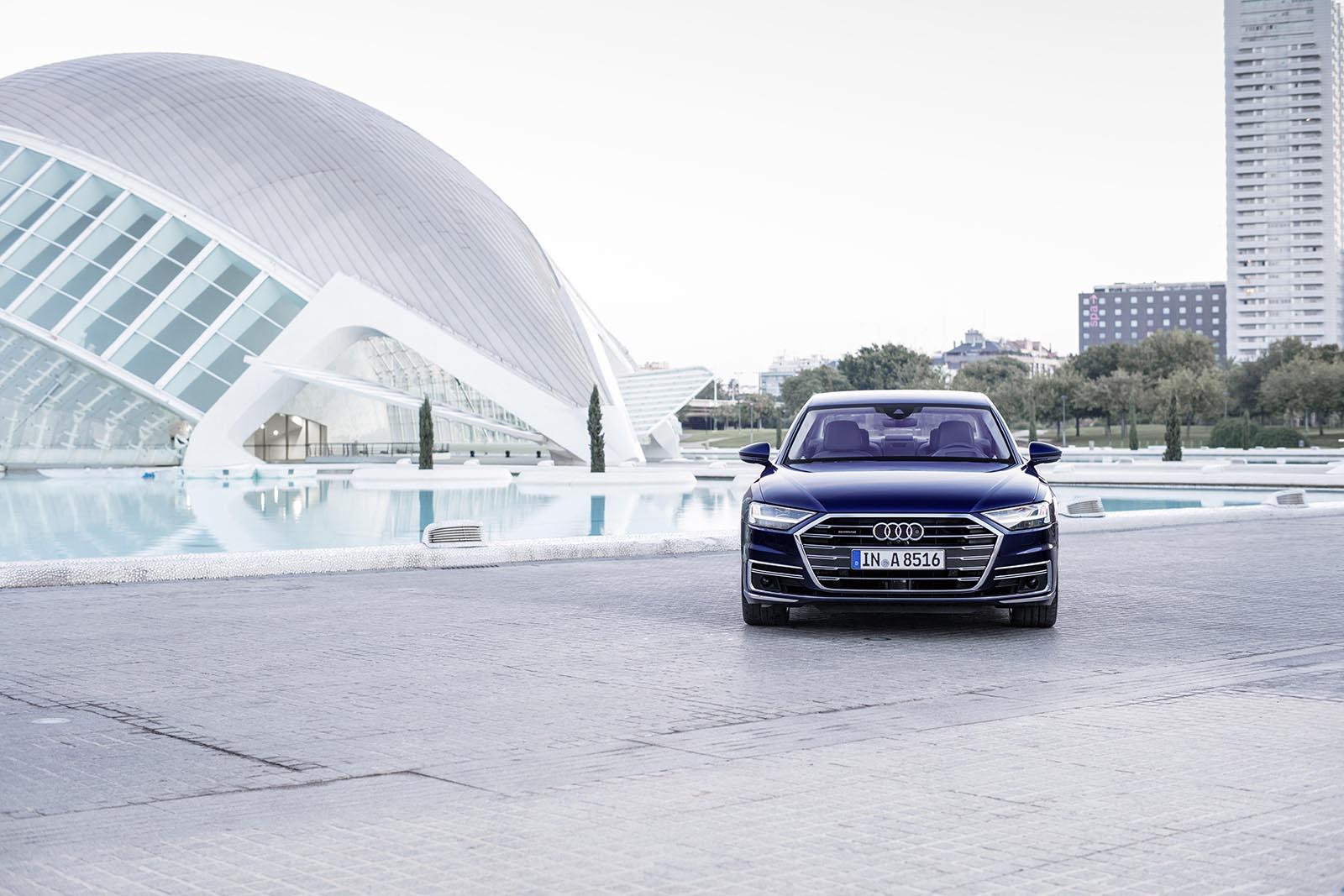 台灣奧迪於今日正式宣布全新世代Audi A8車系預售價自398萬起,並於預售階段導入A8 50 TDI quattro以及A8 L 55 TFSI quattro Premium 兩種不同配備等級車款,預售活動亦將同步於今日開跑!