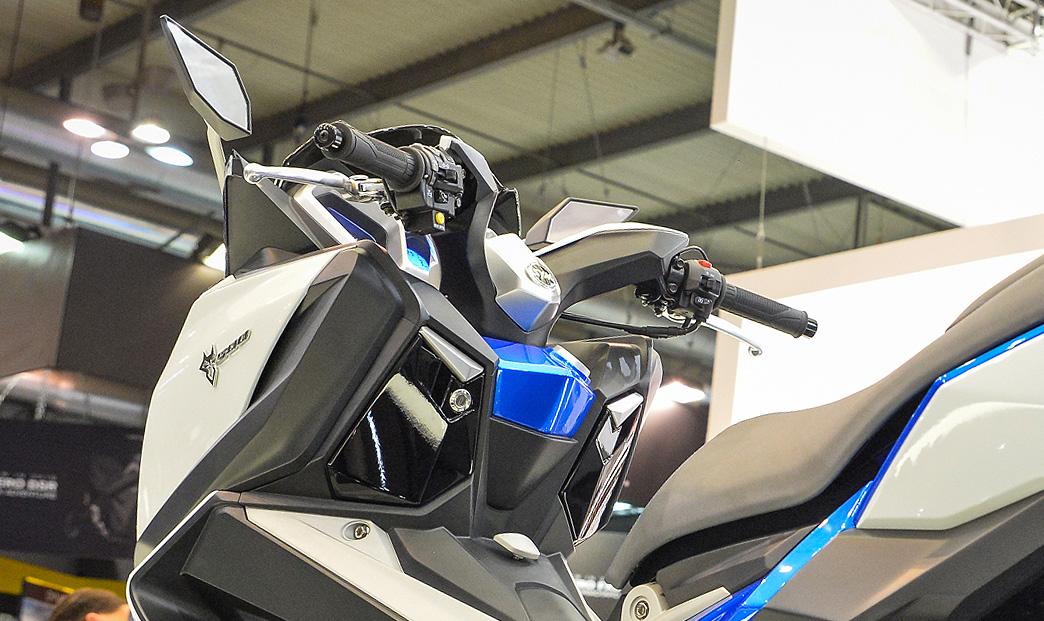 前進米蘭現場。SYM MAXSYM 500 概念車| SUPERMOTO8