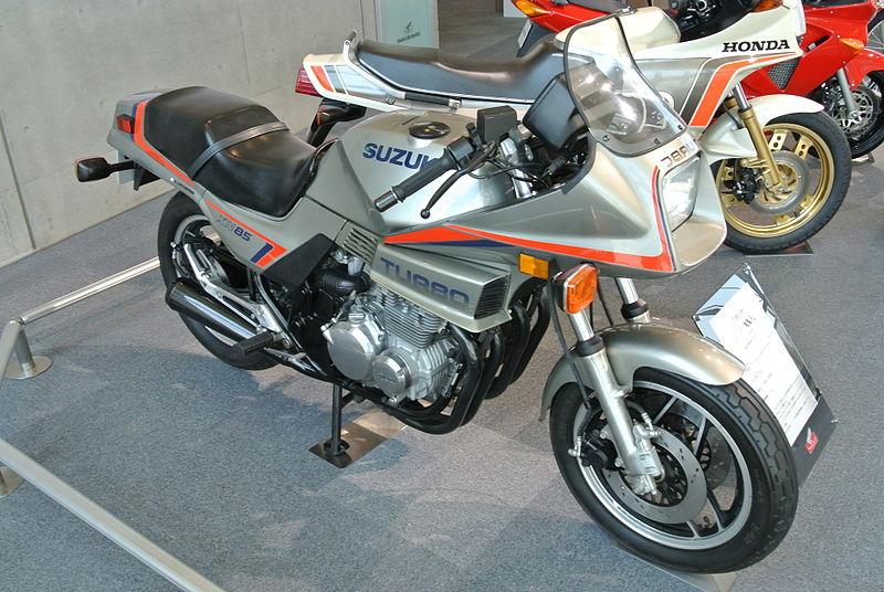 SUZUKI在1983年推出XN 85 Turbo