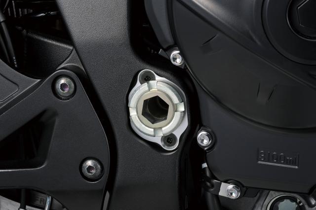 金屬油管、可調搖臂軸心,都是這次GSX-R1000R改動的項目之一