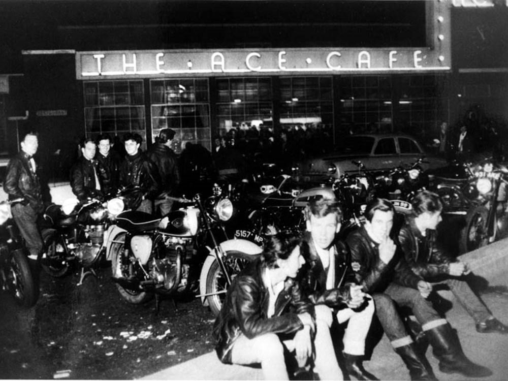 隨著工業進步以及汽車的普及化,Ace Café也隨之落寞走入歷史,於1969年正式結束營業